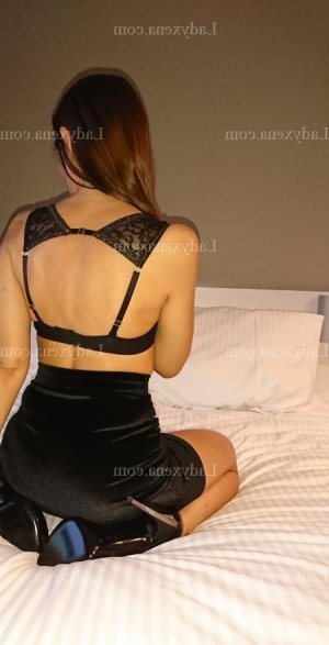 Anissya massage naturiste escort girl